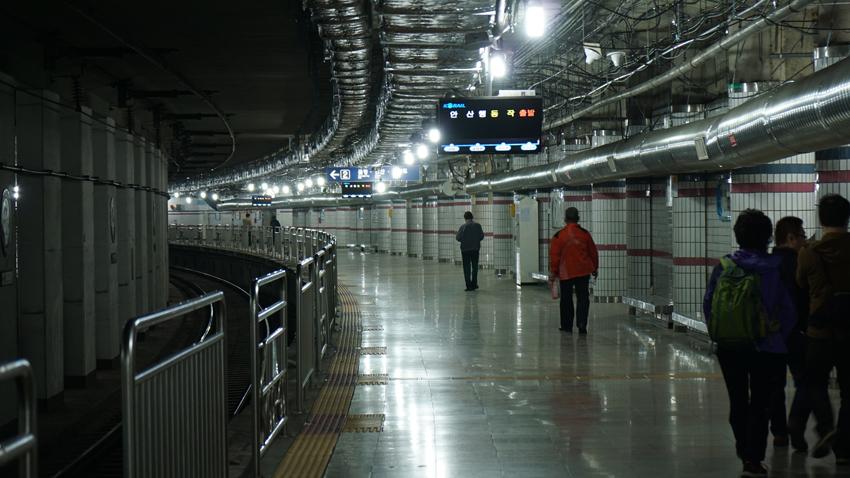 地下鉄のプラットフォーム