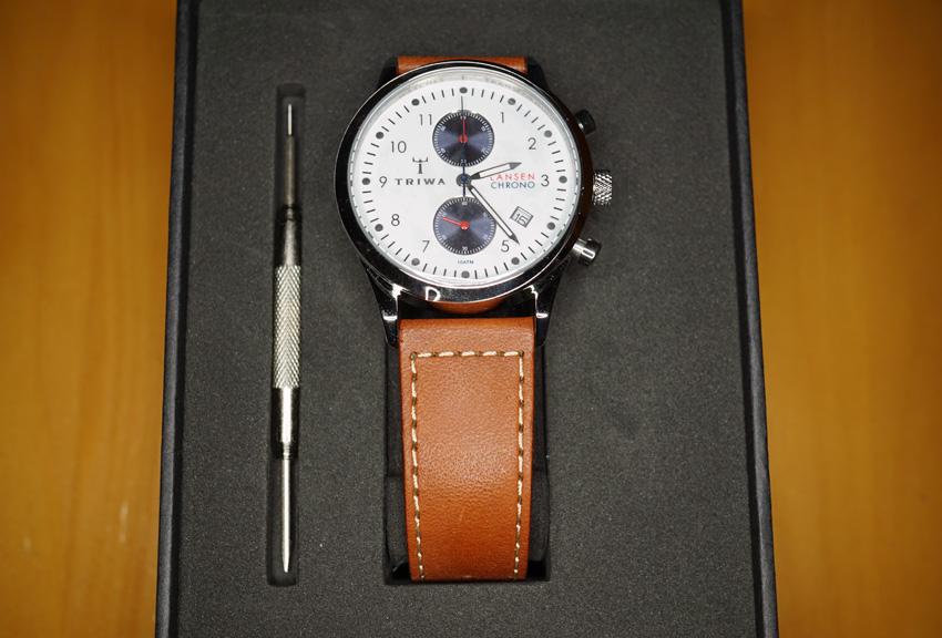 Triwa 時計ケース 左側の棒はベルトを交換するためのツール。