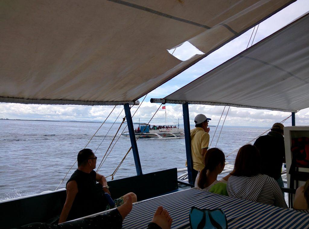 バンカーボートの船上