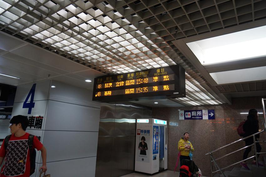 台北駅の電車案内